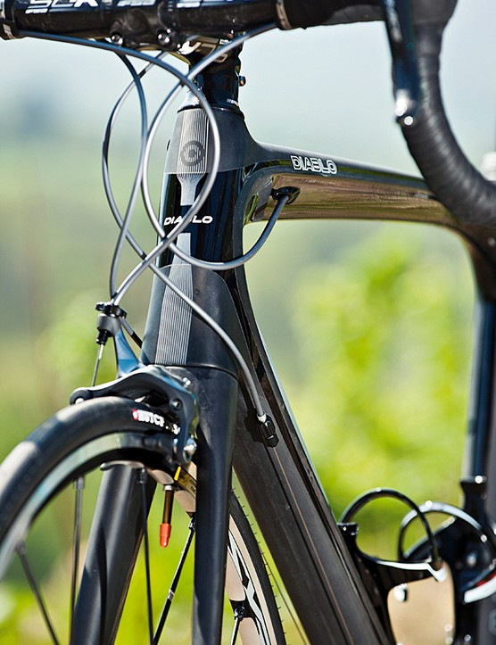 The oversized and tapered head-tube adds front end stiffness