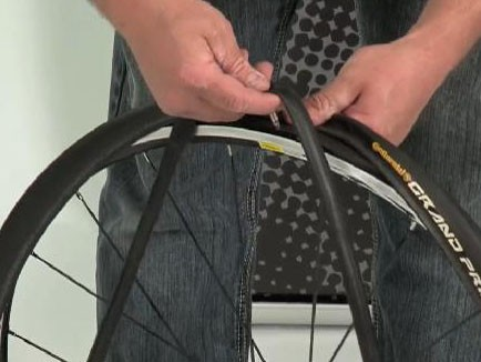 Spike Taylor shows how to replace an inner tube