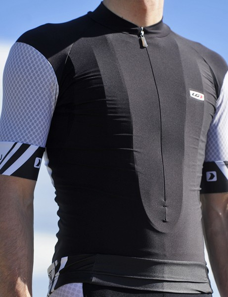 Louis Garneau's Mondo jersey delivers a very trim and sleek cut well suited to road riding and racing