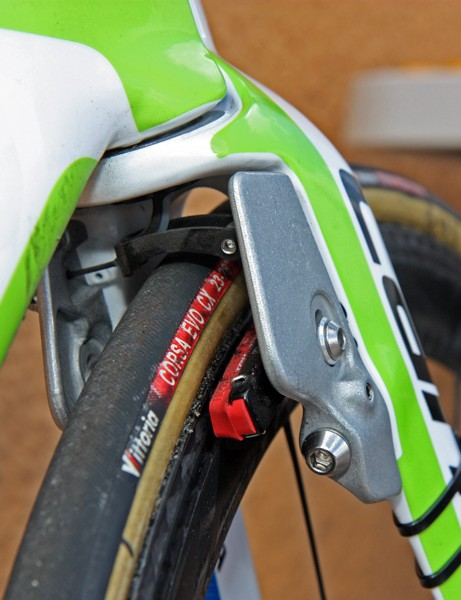 The front brake arms are almost perfectly blended into the rest of the fork shape. The cable is fed down the center of the steerer tube so no housing is exposed to the wind