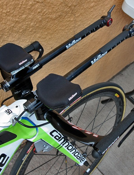 Ivan Basso's (Liquigas) new Cannondale Slice is fitted with straight extensions