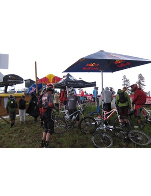 Racers await the start of the chainless in a cold 50-degree rain