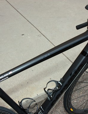 The top tube shaping mimics that of the seat tube, starting with a round profile at one end and finishing with a rectangular one at the other.