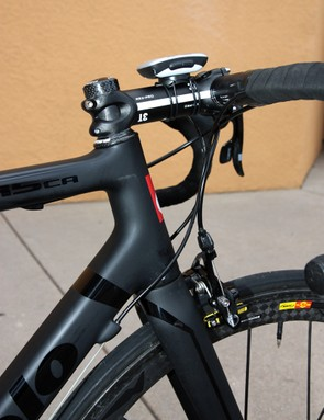 Cervélo opted for a 1 1/8-to-1 3/8in tapered front end on the R5ca.  The head tube is also slightly longer than previous-generation R bikes to better accommodate recreational cyclists but the length was carefully tuned so that team riders could still achieve their desired positions with no spacers in place.
