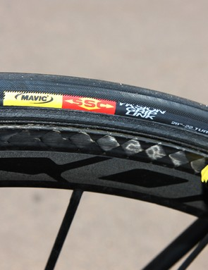 These tires wear a Mavic hot stamp but the tread pattern and casing look to have come from Veloflex.