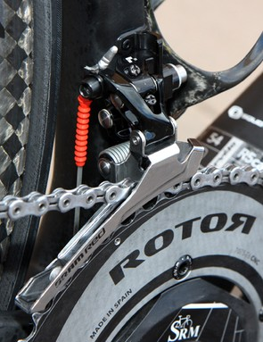 Gore Ride-On Professional System cables provide consistent shifting performance through wet weather.  A chain catcher is anchored to the front side of the braze-on tab.