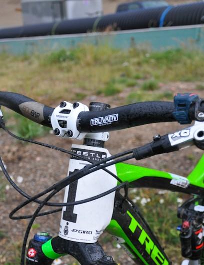 Schnell runs uncut, 780mm-wide Truvativ Boobars