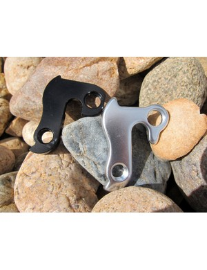 Wheels Manufacturing have earned a well-deserved reputation as the best source for replacement derailleur hangers. The company have roughtly 160 different fitments on hand and the machined 6061 aluminum materials are typically much stronger than the cheap cast aluminum bits often used with stock bikes