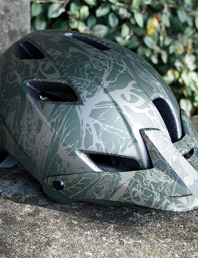 Giro's new Feature helmet bears more than a passing resemblance to their old Semi MX