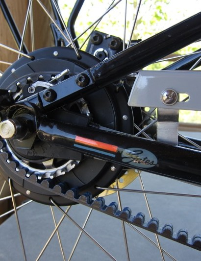 NuVinci's N360 continuously variable transmission takes any fear out of shifting or damaging a derailleur; simply twist the grip and the gear ratio changes without any grinding or skipping