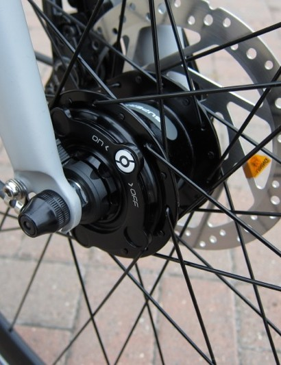 The front dynamo hub can be turned off to reduce drag during the day time