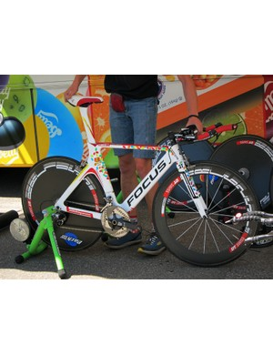 Jelly Belly riders used their usual designed-by-Walser Focus Izalco Chrono rigs