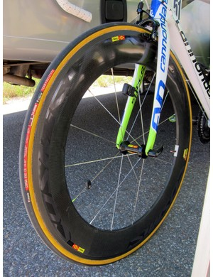 An 80mm-deep Mavic Cosmic carbon tubular wheel was fitted to the front of Ivan Basso's (Liquigas-Cannondale) spare machine