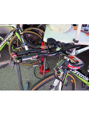 As is usually the case, Ivan Basso's (Liquigas-Cannondale) aero bars are fitted with a third brake lever so he can check his speed without breaking his tuck