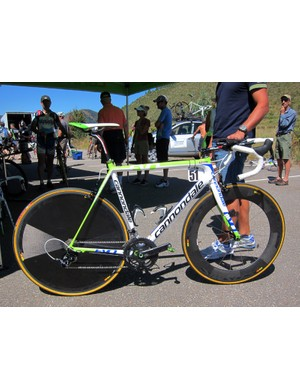Ivan Basso (Liquigas-Cannondale) kept this hybrid road/time trial setup as his spare for stage 3