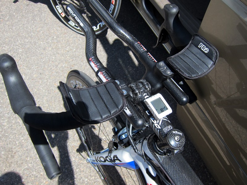 At least in theory, Skil-Shimano team mechanics could have added bar end shifters to this hybrid setup