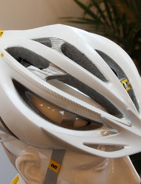 The second-tier Mavic Plasma helmet uses aluminum-coated fiberglass internal reinforcements instead of real carbon fiber