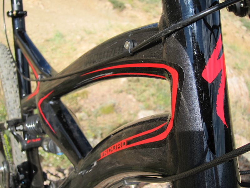 Dropper-post remote routing is run via two guides along the driveside of the top tube