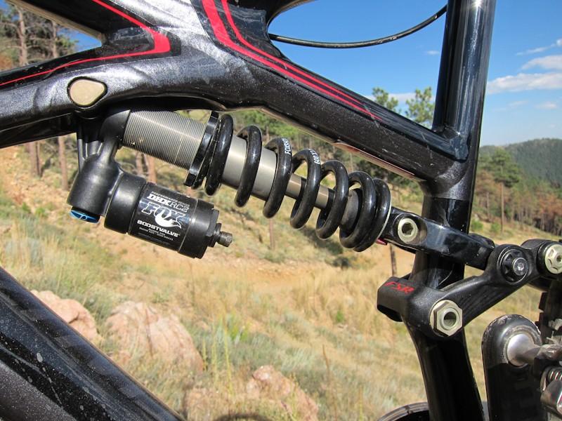Providing a plush feel is a Fox DHX RC2 coil-over rear shock