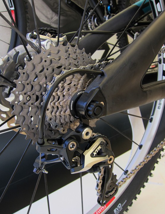 Unlike the aluminum SB-66, the new carbon fiber Yeti SB-66c comes exclusively with 142x12mm rear through-axle dropouts