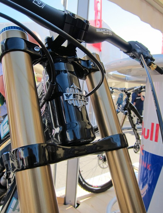 Yeti have gone with a tapered head tube and internal cups on their new 303 WC downhill bike