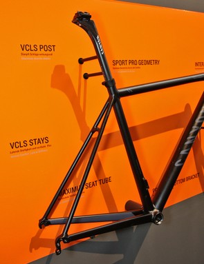 The revamped Canyon Ultimate AL frame continues on with big chain stays and slim seat stays