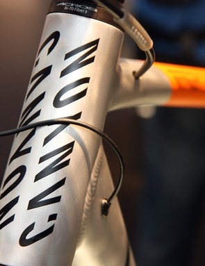 Routing was optimized for Shimano's electronic Ultegra Di2 group on the Canyon Ultimate AL 9.0 Pure Cycling edition