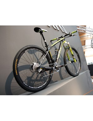 Canyon didn't release any details on its upcoming 29er carbon hardtail but this develoment mule wears thru-axle dropouts and a direct-mount front derailleur
