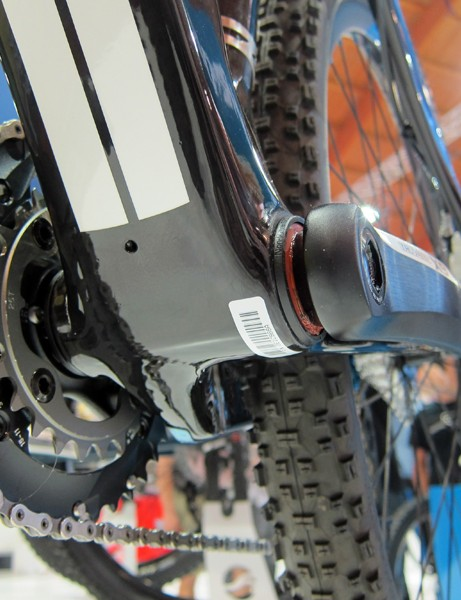 Giant make full use of the bottom bracket shell width on their XtC Composite 29er