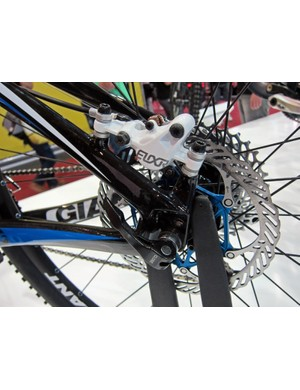 Post mount rear disc tabs are used on the Giant XtC Composite 29er