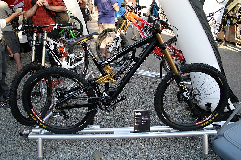 The Myst Team is the exact same bike used by the Madison-Saracen team, but in black to distingish it from the team's