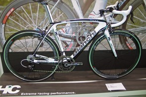 The Oltre race bike is available in this Campagnolo Chorus 11 based build with the option of Fulcrum's new Racing Redwind XLR Dark wheels