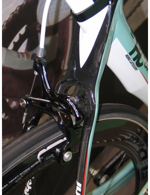 The Oltre's rear brake bridge is designed to minimise weight yet retain stiffness