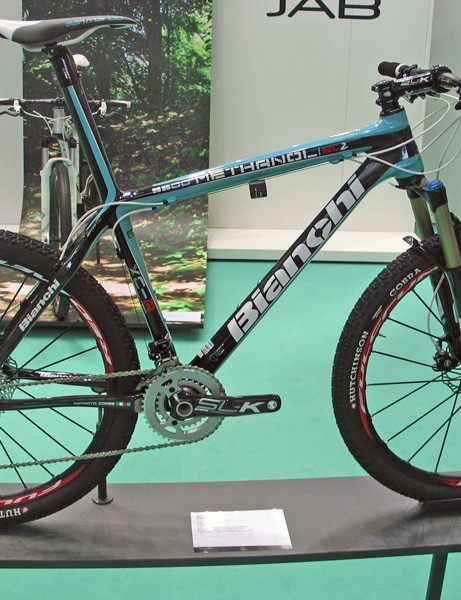 The Bianchi Methanol SL2 9900 gets SRAM X0 shifters and mechs, a 42/27T FSA SL-K BB30 chainset, Magura Durin Race MD100R fork and Fulcrum Red Metal Zero XRP wheels