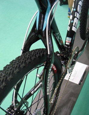Snaked stays offer ample mud clearance
