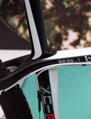 The seat tube broadens at the top tube junction, allowing the integrated seatmast to flow out at a slacker angle without looking awkward or having to kink the seat tube around the larger wheel diameter