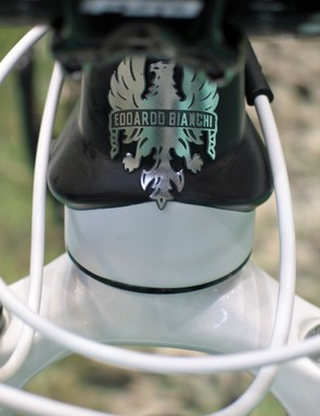 The 29SL's sculpted head tube and classic Bianchi badge