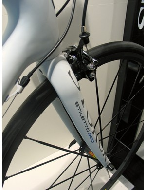 Storck have created a new Stiletto fork to match the Fenomalist frame. As the name suggests, the all-carbon Stiletto 300 weighs 300g