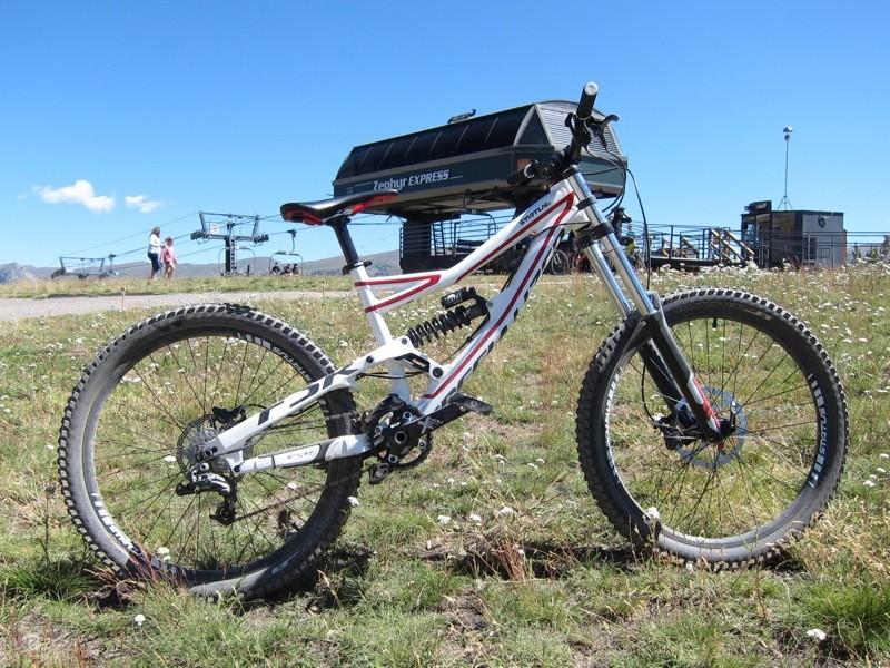 Specialized's Status 2 downhill bike