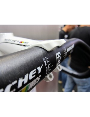 Ritchey's new C260 stem clamp design wraps more than 180° around the bar, so users will need to slide the bar down to a smaller-diameter section for installation