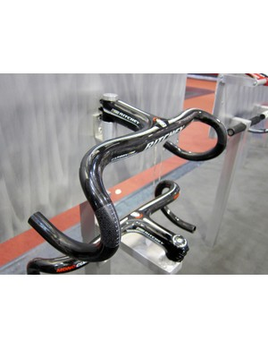 New from Ritchey for 2012 is the MonoCurve integrated carbon fiber road bar and stem