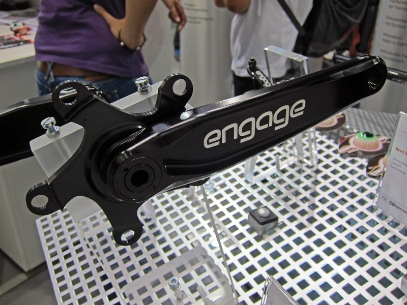 The new Engage Pelton alloy mountain bike crankarms are built with an I-beam profile and interchangeable 30mm-diameter alloy spindle that will work with either BB30 or BB386 Evo bottom bracket standards. Q-factor is an impressive 146mm and claimed weight is 430g without chainrings