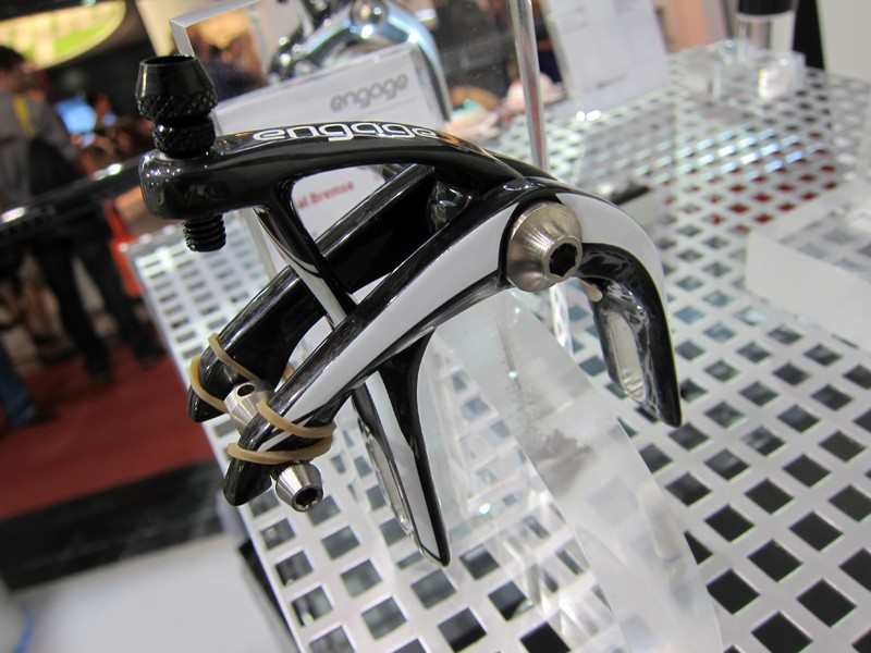 AX Lightness's new Gavial carbon fiber road brakes - part of their new Engage line - feature front/rear-specific molded arms arranged in a single-pivot setup. Claimed weight is just 145g per set without pads