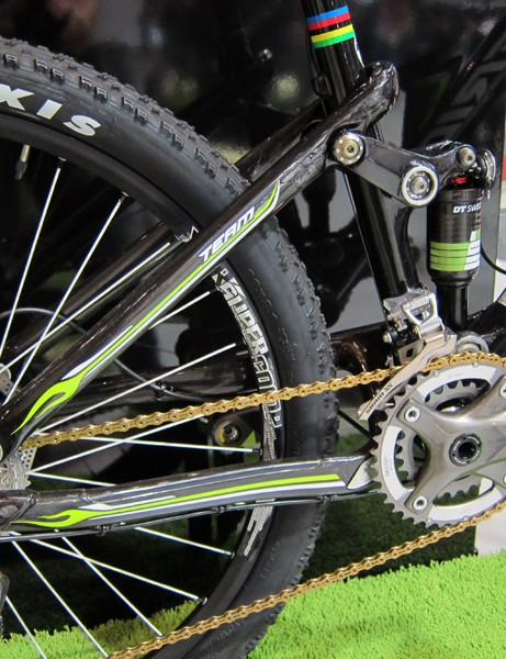 Merida has stuck with a tried-and-true single-pivot suspension design on the Ninety-Nine, bumping travel up just a hair to 99mm while optimizing the pivot placement for use with two-ring drivetrains.