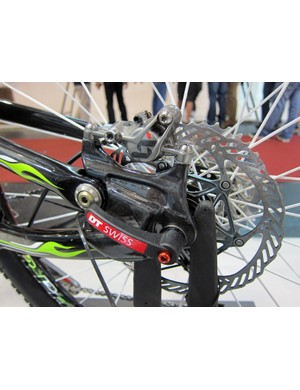 The new Merida Ninety-Nine switches to carbon fiber post mount rear disc tabs for 2012.