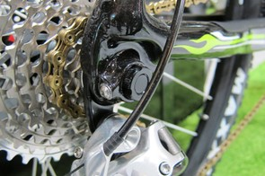 Interestingly, Merida sticks with open dropouts on the Ninety-Nine fully but a thru-axle setup on the Big.Nine 29