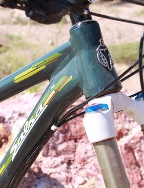 A tapered head tube sets the tone for steering and gives ample room to mount the large hydroformed down tube