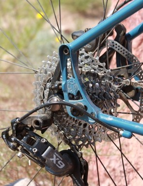 El Mariachi's dropouts can be used to tension the chain in a single-speed application