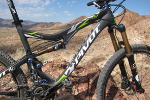Big tubes throughout the front triangle lend a stiff and predictable feel to the Pivot Mach 5.7 Carbon