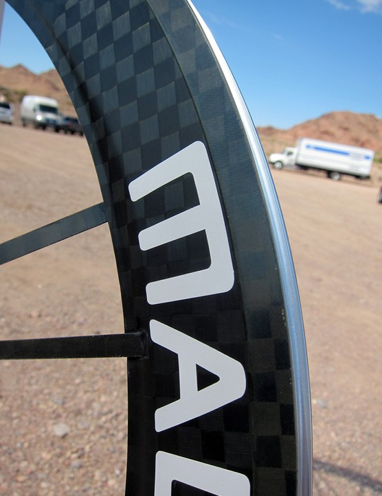The sides of the Mad Fiber clincher wheels are identical to those of the tubular, meaning that even though the tire bed is aluminum, the braking surface is still carbon fiber